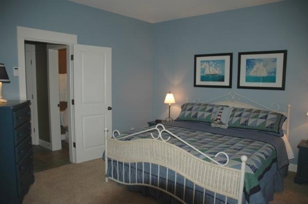 http://www.capecodnorthwest.com/sitebuilder/images/blue_bedroom-600x398.jpg